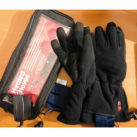 Heated touch screen gloves with rechargeable batteries